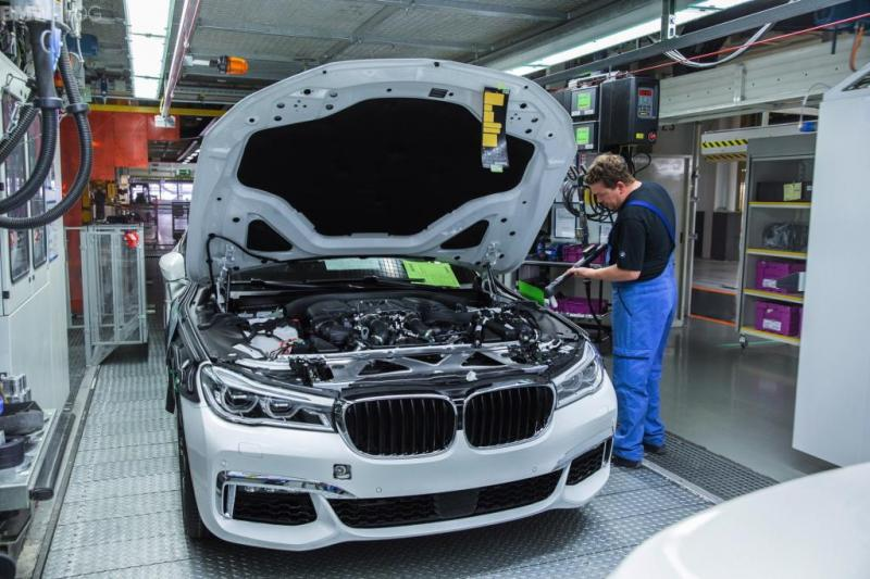 2016-bmw-7-series-manufacturing-images-1900x1200-16-1024x682.jpg